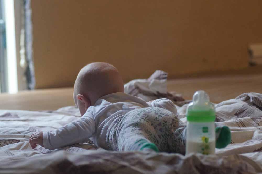När vi började med nuvarande sovrum låg Lillasyster kvar där man la henne. Kunde spackla med henne på en filt.